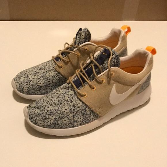 new arrival 9a816 9d367 Nike roshe run Liberty QS. M 5b1f4b9ddf0307fe7cb0de35